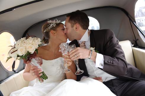 Car and kiss wedding Liverpool photo