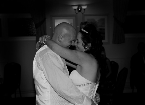 wedding couple kiss and first dance