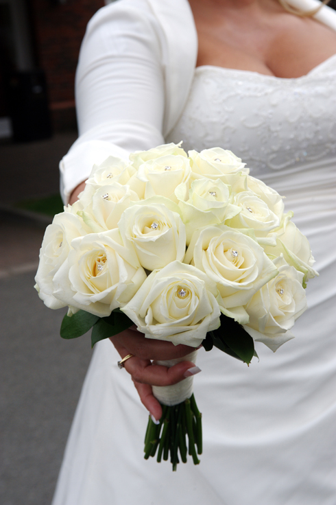 White bouquet flowers weddings