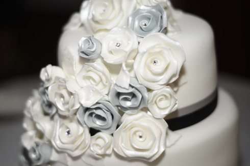 The wedding cake photo - yeah I love cakes !